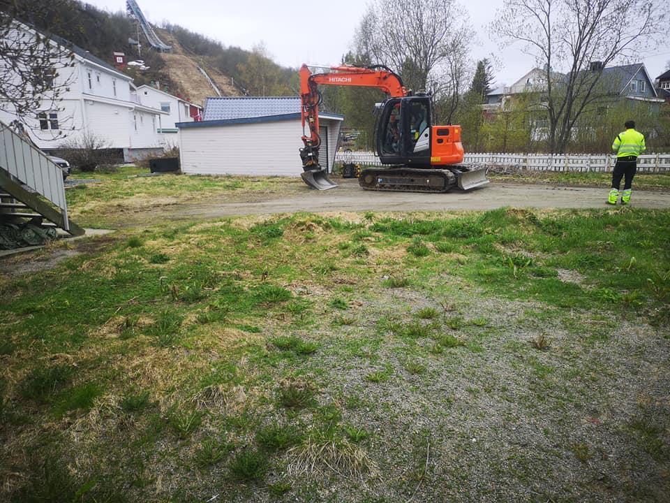 Opparbeidelse av gårdsplass/parkeringsplass